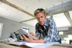 Comment comparer efficacement les devis d'artisans pour les travaux de sa maison ?
