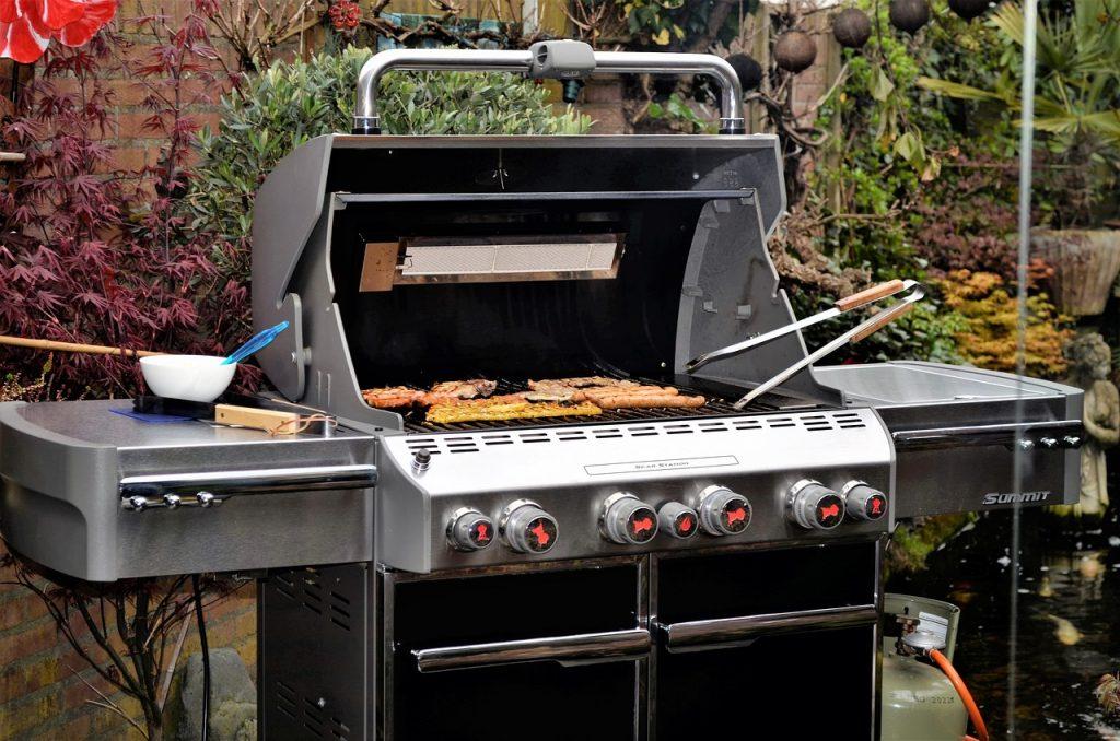 Barbecue cuisine extérieure