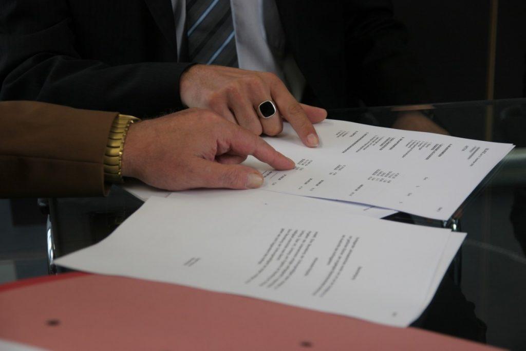 Signature du contrat de bail pour la location