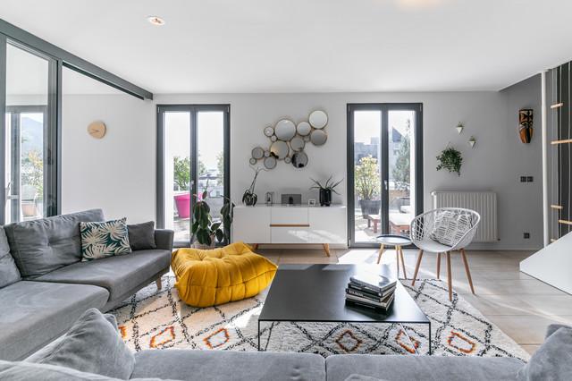 Des murs gris tourterelle pour une magnifique maison